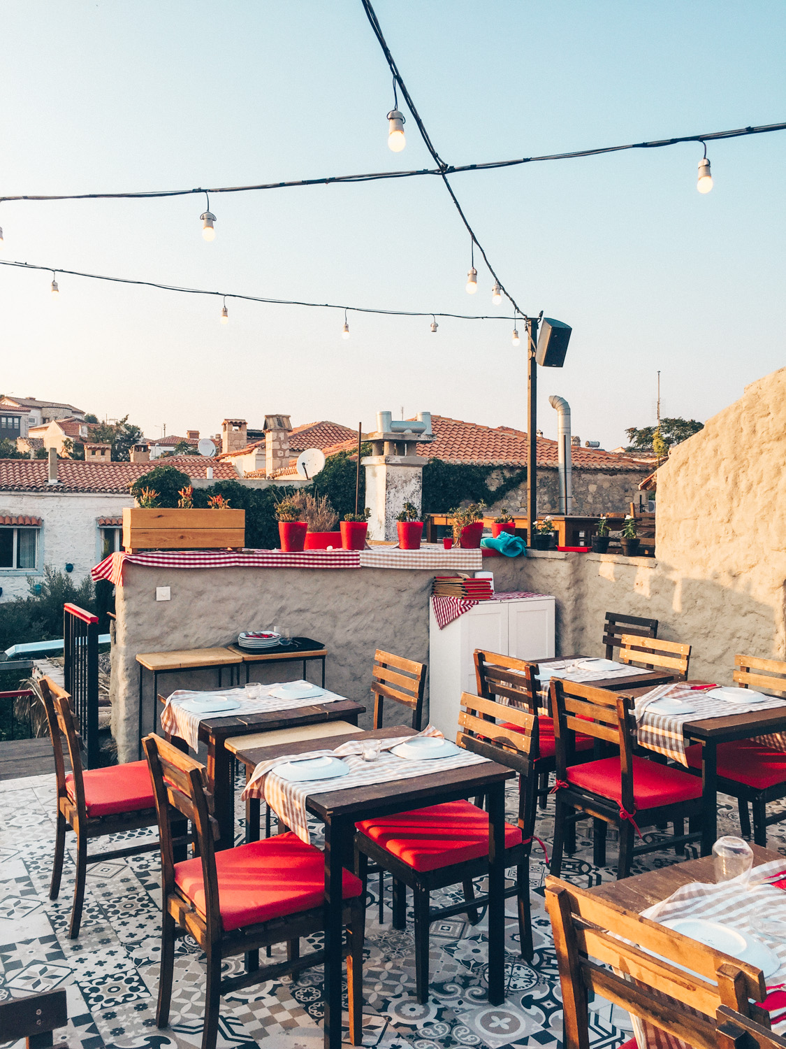 5 DELICIOUS HIGHLIGHTS OF ALACATI, TURKEY - kirmizi ev