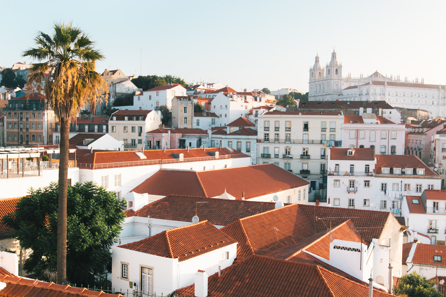 Quick Guide to Lisbon - black.white.vivid