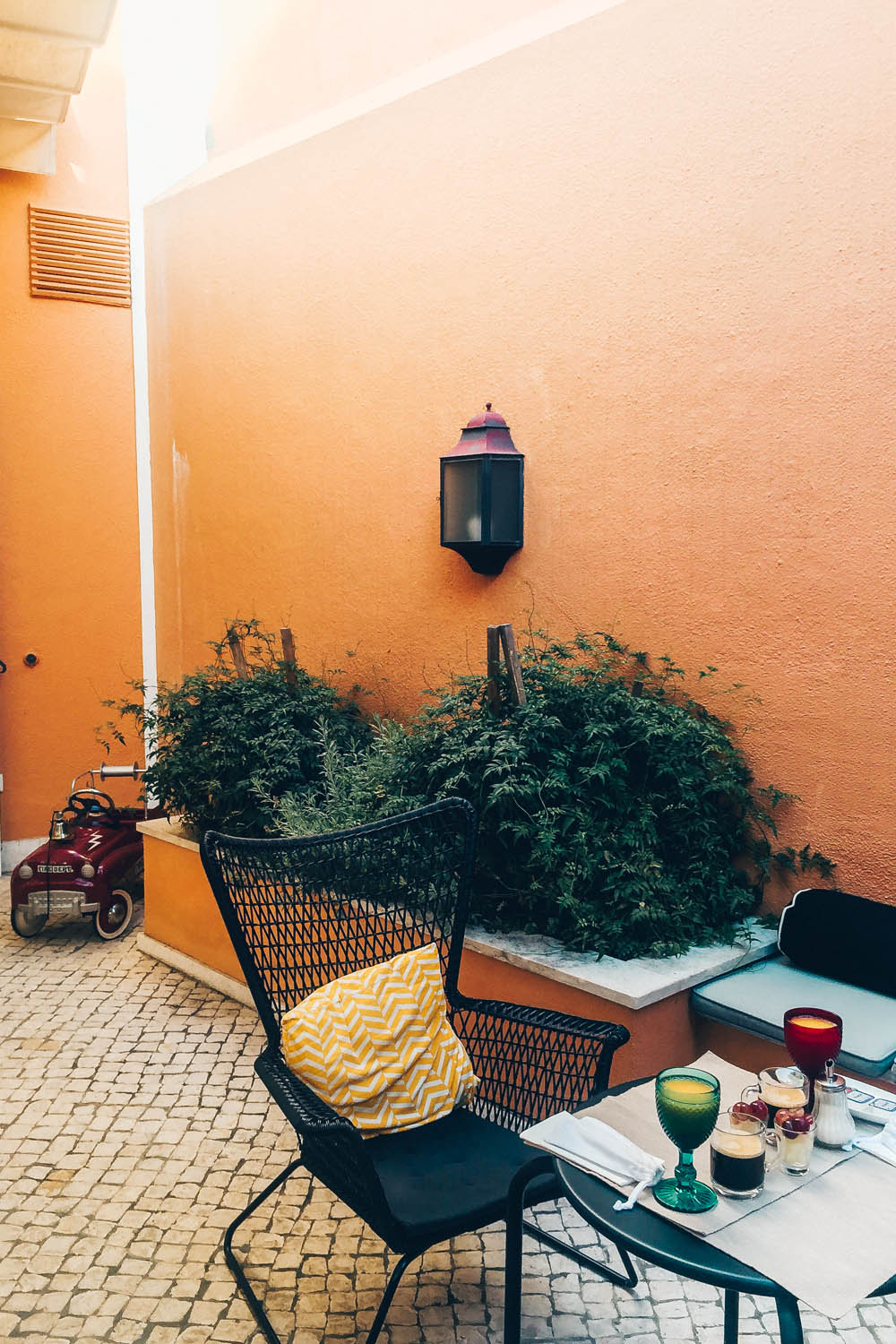 BOUTIQUE HOTEL IN LISBON - LAPA 82 REVIEW by black.white.vivid