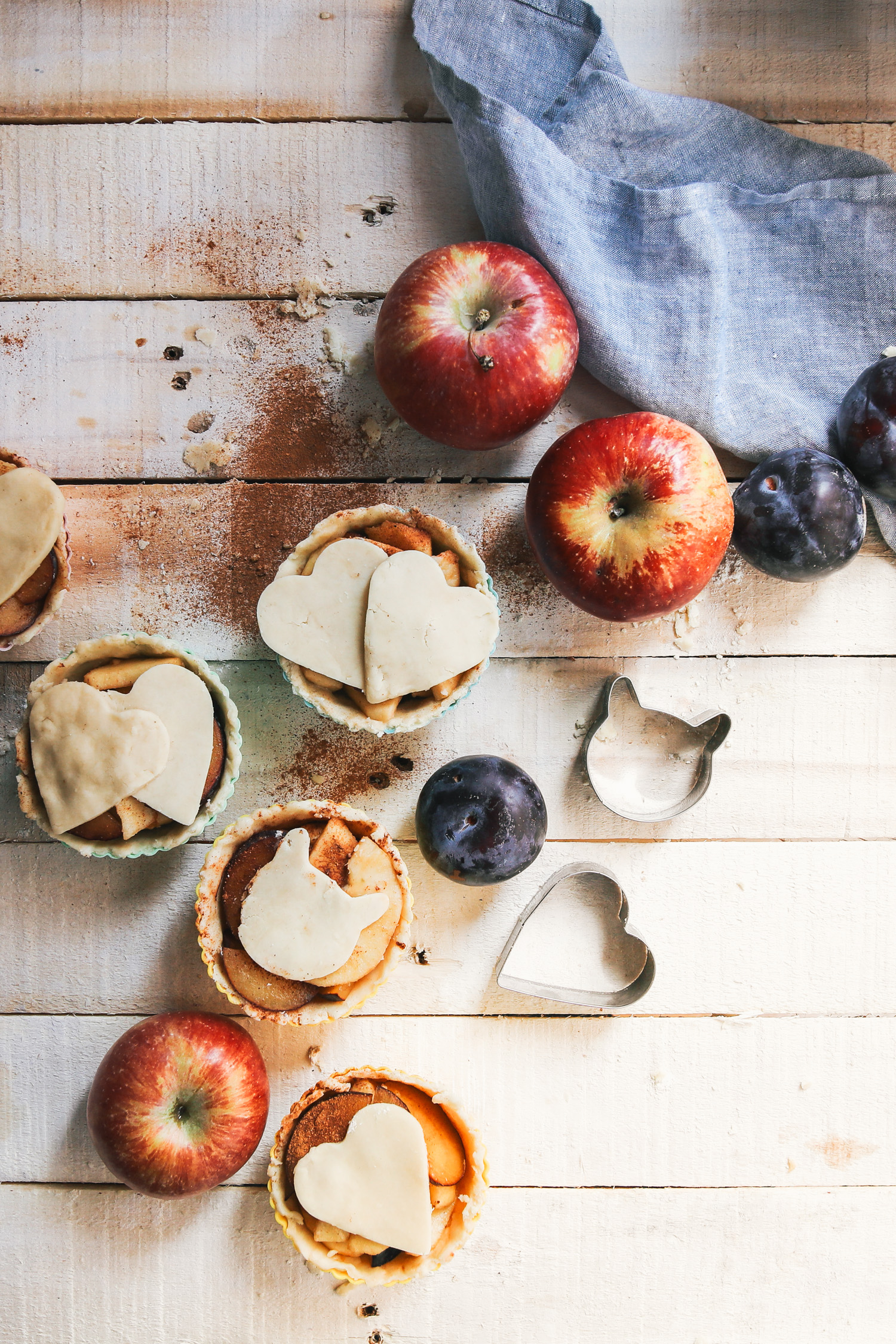 Vegan Mini Apple Plum Pies by Kati of black.white.vivid.
