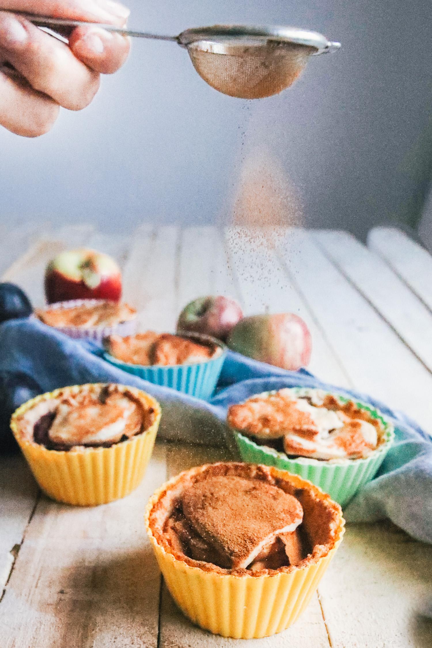 Vegan Mini Apple Plum Pies by Kati of black.white.vivid.