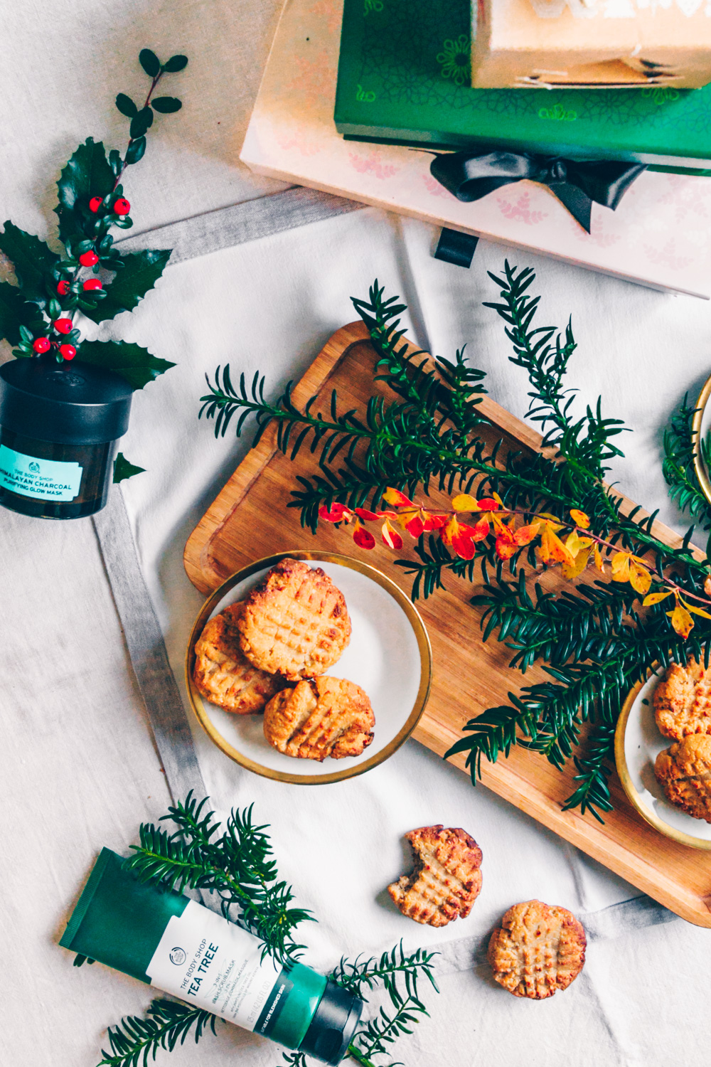 Christmas Peanut Butter Cookies + The Body Shop Giveaway by black.white.vivid.