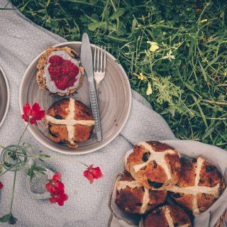 English Hot Cross Buns (vegan) by Kati of black.white.vivid.