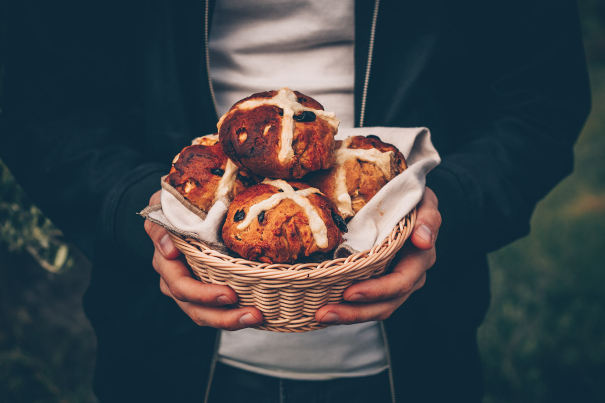 English Hot Cross Buns (vegan) by Kati of black.white.vivid.