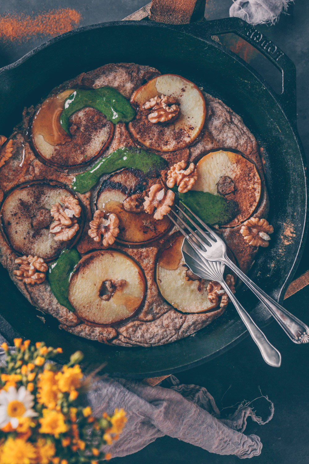 German Apple Pancake (Apfelpfannkuchen) - a Vegan Recipe by Kati of black.white.vivid.