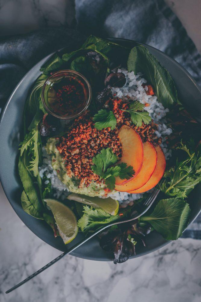 Tex-Mex Walnut Cauliflower Fajita Bowl (Vegan Recipe) by Kati of black.white.vivid.