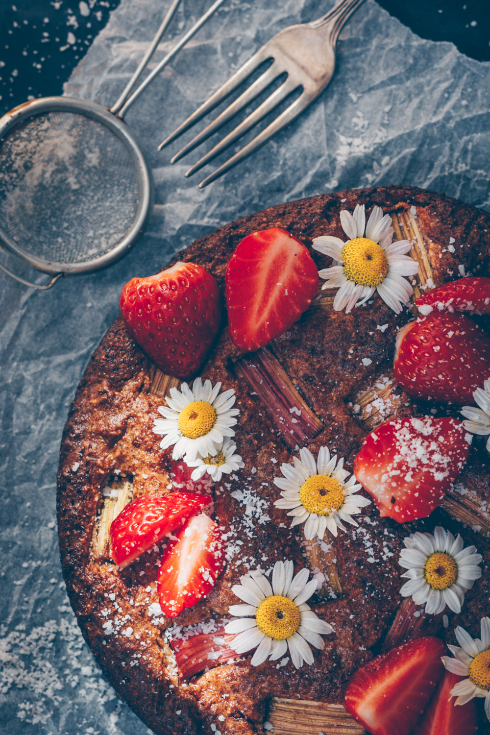 Vegan Rhubarb Almond Cake with fresh Strawberries - A Low-Gluten Recipe by Kati of black.white.vivid.