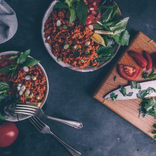 Turkish Kisir (Bulgur Salad) - A Vegan Recipe by Kati of black.white.vivid. This spicy and tangy Turkish Bulgur salad is also known as Turkish Tabbouleh. It's made of tomatoes, coarse bulgur, pomegranate molasses and parsley. It's a mezze stable in Turkey and sometimes served with fresh pomegranate seeds. - food photography, moody food photography, Turkish recipe, Turkish salad, recipe from Turkey