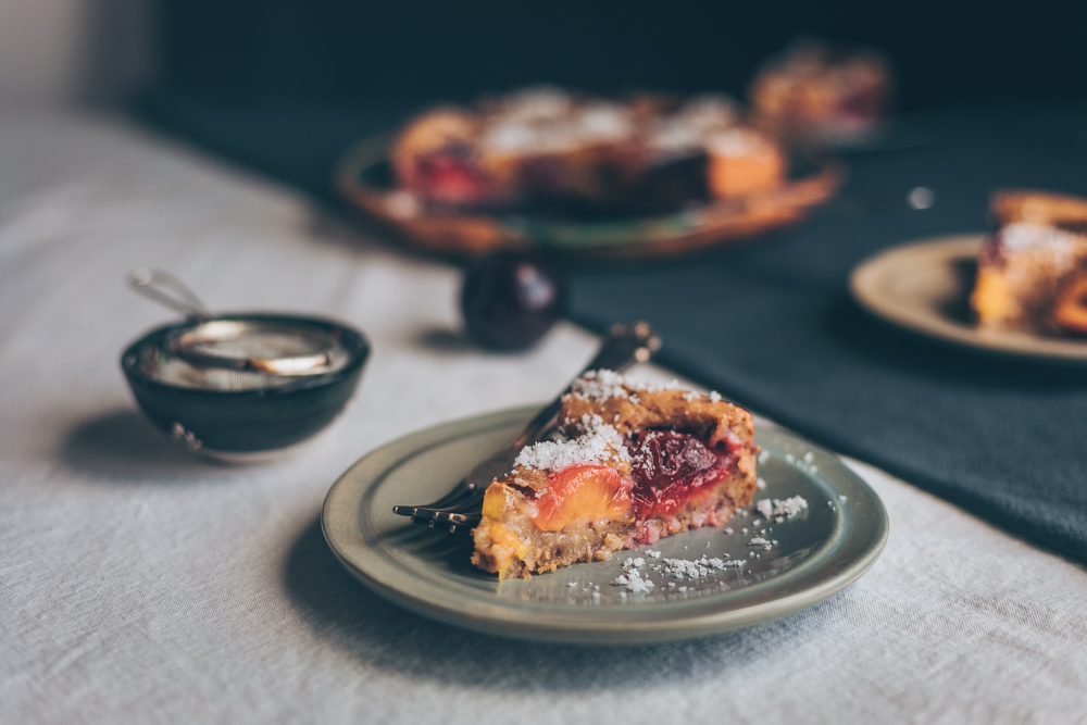 German Plum Cake - A Vegan cake recipe for Plain White Vanilla cake topped with juicy plums - A Vegan recipe by Kati of black.white.vivid. - moody food photography, food styling, vegan white cake, easy vegan cake, quick vegan cake, veganer Pflaumenkuchen