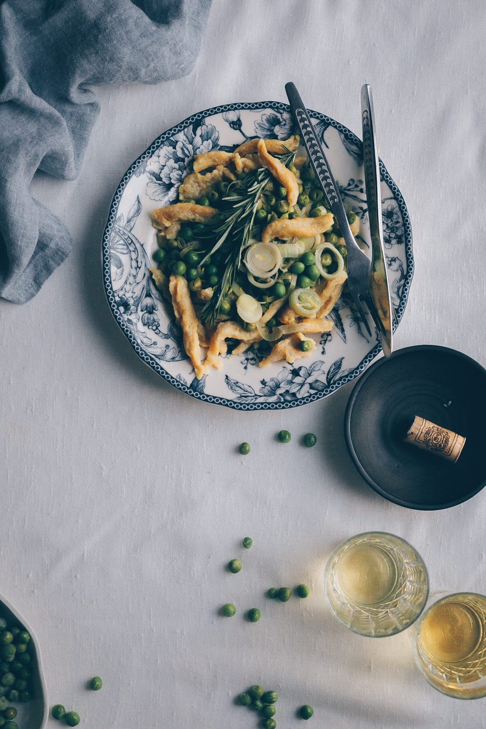 Spaetzle with Leek and Peas - A vegan recipe by Fanny the Foodie and Kati of black.white.vivid. - vegan recipe, vegane spätzle, vegan speatzle, vegan swiss food, swiss recipe, swiss cuisine, moody food photography, food photography, food styling, pasta, noodles, homemade spaetzle, homemade pasta