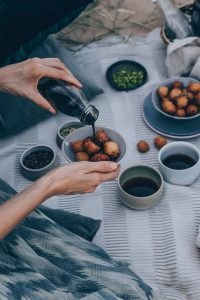 Emirati Sweet Dumplings With Coffee Syrup (Luqaimat) - A Vegan Recipe by Kati of black.white.vivid. / #VirtualCoffeeParty2018 food styling, desert photography, food photography, plant-based recipe, Lower Gulf cuisine, UAE recipe, Vegan Arab recipe, Vegan Arabic recipe, picnic photography, Dubai, Dubai food, desert food, Dubai desert