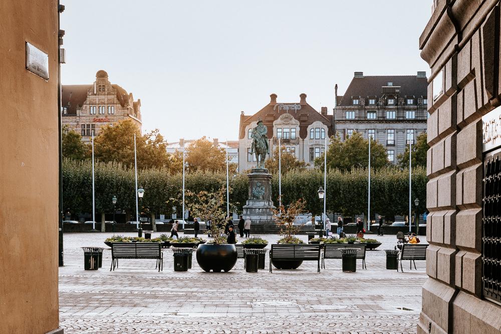 A Quick Travel Guide to Malmö Sweden by Kati of black.white.vivid. // vegan Malmo, vegan Malmö, vegan food guide Malmö, food guide, Sweden guide, Sweden travel guide, Malmö city guide, Lightroom presets